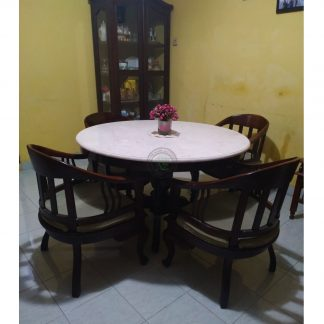 traditional round dining tables